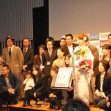書店員らマンガ好きが選ぶマンガ大賞2015を、東村アキコの自伝的エッセイマンガ「かくかくしかじか」が受賞
