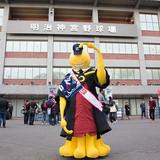 「暗殺教室」の主人公・殺せんせーが東京ヤクルトスワローズの本拠地・明治神宮球場へ突撃訪問!
