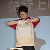 「ワンパンマン」先行上映会で古川慎がワンパンで瓦割り 追加キャストも発表