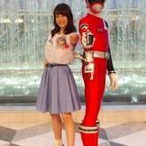 伊藤美来、ソロデビュー記念イベントでデカレッドとご対面 「いつか特撮作品で主題歌を」