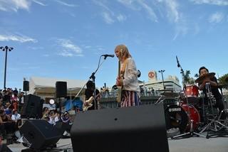 「マチ★アソビ」で「妖アパ」スペシャルライブ開催 第2期OPを歌うWi-Fi-5、EDのロザリーナからのコメントも