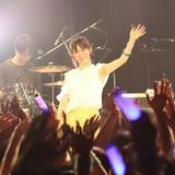 小松未可子、ニューシングル発売記念で最新ツアーから「HEARTRAIL」のライブMV公開