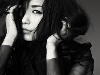 主題歌「KISS OF DEATH」を歌う中島美嘉