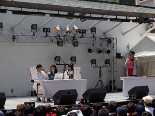 左から、田中貴子、高柳知葉、中島唯、司会の跡部氏