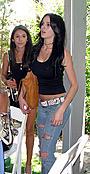 リンジー・ローハンが、14歳の妹アリの豊胸整形疑惑を否定!