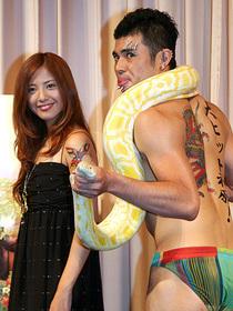 そのタトゥは本物?「蛇にピアス」
