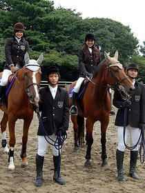 長渕&志穂美の長女だけに堂々の乗馬姿「三本木農業高校、馬術部」