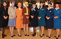初代から8代目までの制服を着た女優陣「ハッピーフライト」
