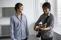 (左より)キマグレンのKUREIとISEKI「ミーアキャット」