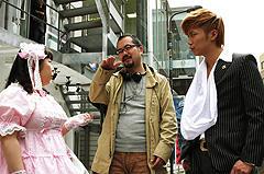 撮影中の成宮(右)、村上(左)と宮野監督「ララピポ」