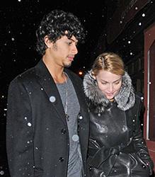 ニューヨークでデート中の2人「冷血」