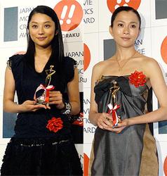 主演女優賞の小池栄子と助演女優賞の坂井真紀「おくりびと」