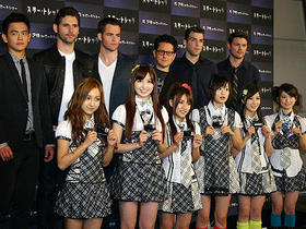 AKB48を前に目尻が下がったJ・Jとキャストたち「スター・トレック」