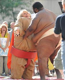 相手がこんな巨体なら無理からぬ事故かも「プラダを着た悪魔」