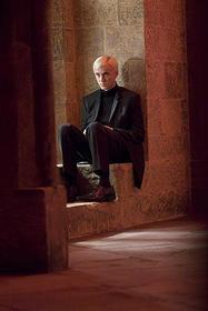黒スーツで大人の雰囲気に「ハリー・ポッターと謎のプリンス」