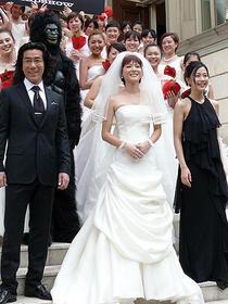 上野は美しいウェディングドレス姿を披露「キラー・ヴァージンロード」