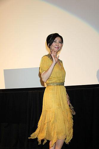黄色のドレス中山美穂
