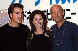 (左より)クリス・オドネル、ロビン・タニー、マーティン・キャンベル「コヨーテ・アグリー」
