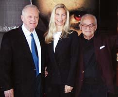(写真左から)アンソニー・ホプキンス、マーサ・デ・ラウレンティス、ディノ・デ・ラウレンティス「ハンニバル」