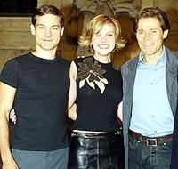 製作発表会見にて (左よりトビー・マグワイア、 キルステン・ダンスト、ウィレム・デフォー)「スパイダーマン」