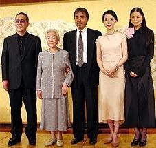 (左より)小泉堯史監督、北林谷栄、寺尾聰 樋口可南子、小西真奈美「雨あがる」