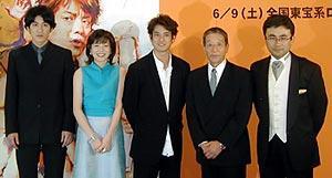 (左より)田中直樹、八木亜希子、唐沢寿明、田中邦衛、三谷幸喜監督「みんなのいえ」