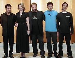 (左より)ジェット・リー、ブリジット・フォンダ、 リュック・ベッソン、チョウ・ベル・ディン、ウィリアム・ベル「キス・オブ・ザ・ドラゴン」