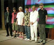 左から曽利文彦(監督)、宮藤官九郎(脚本)、 窪塚洋介、サム・リー、中村獅童、大倉孝二「ピンポン」