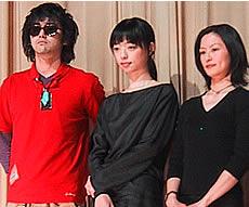 (左より)村上淳、市川実和子、つみきみほ「コンセント」