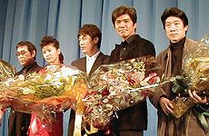 (左より)原田芳雄、ヤン・ウニョン キム・ガプス、佐藤浩市、阪本順治監督「KT」