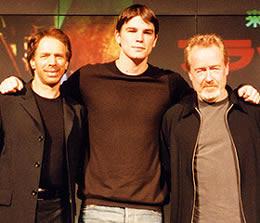 (左より)ジェリー・ブラッカイマー、 ジョシュ・ハートネット、リドリー・スコット「ブラックホーク・ダウン」