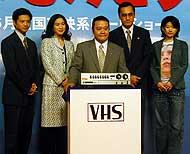 (左より)緒形直人、真野響子、西田敏行、 渡辺謙、篠原涼子「陽はまた昇る」