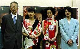 <左より>熊井啓監督、清水美砂、遠野凪子、吉岡秀隆「海は見ていた」