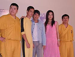 (左から)リン・ヅーソォン、チェン・グォクン、 チャウ・シンチー、ビッキー・チャオ、ティン・カイマン「少林サッカー」