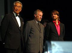 オープニングセレモニーにて (左より)石原都知事、スピルバーグ、トム・クルーズ「マイノリティ・リポート」