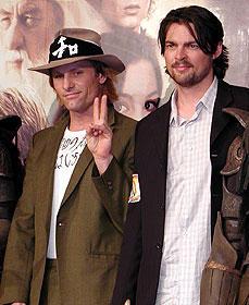 (左より)ビゴ・モーテンセン、カール・アーバン「愛」