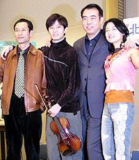 (左より)リウ・ペイチー、タン・ユン、 チェン・カイコー監督、チェン・ホン「北京ヴァイオリン」