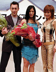 (左より)アラン・カミング、ケリー・フー、釈由美子「X-MEN2」