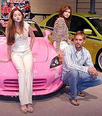 (左より)デヴォン青木、ポール・ウォーカー (後ろ)エヴァ・メンデス「ワイルド・スピード」