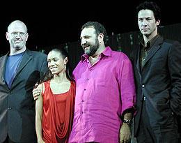 (左より)ジェフリー・ダロウ、ジェイダ・ピンケット・スミス、 ジョエル・シルバー、キアヌ・リーブス「マトリックス レボリューションズ」