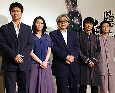 (左より)小沢征悦、松たか子、山田洋次監督 永瀬正敏、吉岡秀隆「剣」