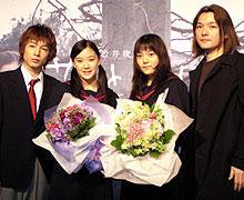 (左より)郭智博、蒼井優、鈴木杏、岩井俊二監督「花とアリス」