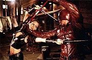 武器は三又の短剣「デアデビル」