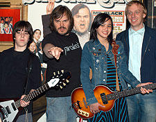 (左より)ジョーイ・ゲイドス・Jr.、ジャック・ブラック レベッカ・ブラウン、マイク・ホワイト「スクール・オブ・ロック」