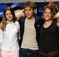 (左より)レイチェル・ハード=ウッド、 ジェレミー・サンプター、リュディヴィーヌ・サニエ