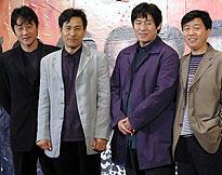 (左より)ホ・ジュノ、アン・ソンギ、ソル・ギョング、 カン・ウソク監督「シルミド SILMIDO」