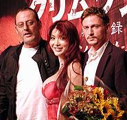 (左より)ジャン・レノ、花束贈呈の叶美香、 ブノワ・マジメル「クリムゾン・リバー」