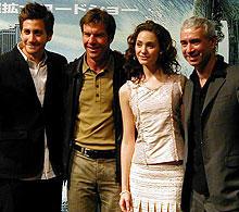 (左より)ジェイク・ギレンホール、デニス・クエイド エミー・ロッサム、ローランド・エメリッヒ監督「デイ・アフター・トゥモロー」