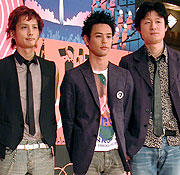 (左より)安藤政信、妻夫木聡、 李相日監督「69 sixty nine」