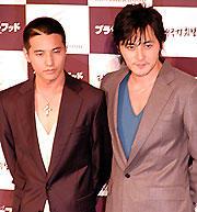 (左より)ウォンビン、チャン・ドンゴン「ブラザーフッド」
